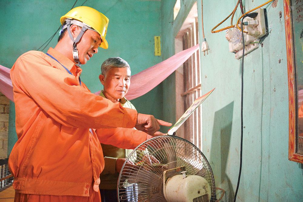 Tuyên truyền an toàn điện tại vùng sâu, vùng xa: Trực quan, trực tiếp